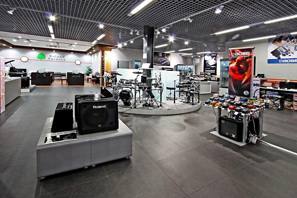 В магазин музыкальных инструментов
