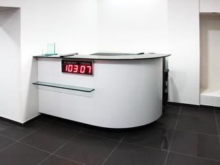 Стойка ресепшн в офис НТВ
