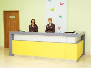 Стойка-ресепшн для клиники Мать и Дитя