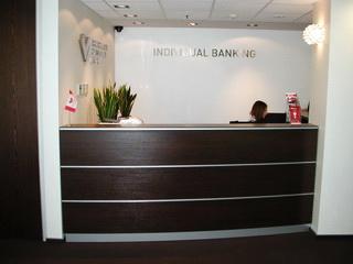 Стойка Венге для секретаря банка МКБ